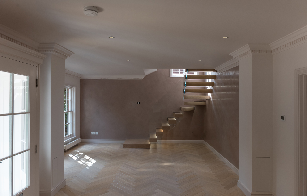 Cantilevered feature oak stair